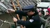 【十堰】惊险!房县一居民家熏肉引发火灾,警民联手及时化险为夷