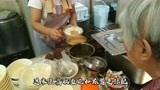 济南最热闹的早餐店,豆腐脑2元1碗,要排长队,油条来晚吃不到