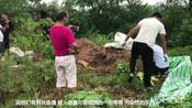 【四川】男子私自倾倒油渣 两块鱼塘遭污染-南充身边事-直击南充