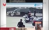 [每日新闻报]江西赣州:小孩车内被劫持 劫匪勒索万元现金