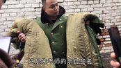 当着大衣嫂面,小伙卖起了大衣哥的签名大衣,还说假一赔十,卖多少钱,有人买吗