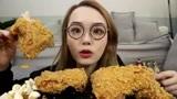 上海吃播:阿尤吃超大德克士手枪炸鸡腿,金黄酥脆外焦里嫩,超馋人
