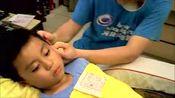 8岁的孩子没掏过耳朵,看看诊所医生是怎么帮他清理的?