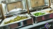 在金沙公交站旁,老金发现了一家自助快餐,只要12元随便吃