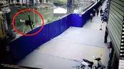 惊险!广西贵港一吊机作业时突然侧翻 工作人员瞬间跳车逃生