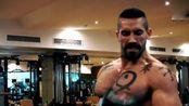 《终极斗士》博伊卡(斯科特·阿金斯)日常二头肌训练