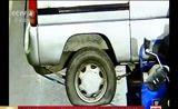 [中国新闻]江苏镇江:三轮摩托驮面包车 严重超载