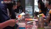 中国网上市场报道: 绍兴文理学院元培学院外普通话系志愿者 2016中国柯桥国际纺织品博览会(秋季)