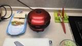 早起为家人做早餐,三明治西葫芦饼配豆浆,一家人吃得香!