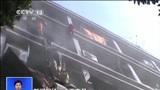 [共同关注]新闻现场:江西南昌 民房突发火灾 紧急营救被困人员