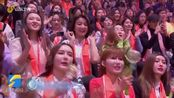 2020山东春晚丨杜江霍思燕对唱《你笑起来真好看》 现场透露将补办婚礼