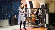 香港酒吧女歌手翻唱内地网络曲《沙漠骆驼》,唱得还可以吧