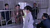 老婆直接带法官律师去监狱判离婚,前夫后悔的拿鞋子抽自己,活该