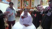 安徽六安霍邱县农村姑娘出嫁了,这样的出嫁风俗第一次见