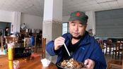 猴游大叔:在巴马汽车站吃的快餐,12元二荤三素,是最好的一次