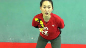打羽毛球怎样保护膝盖避免受伤,应该常练习这3个动作!赶紧试试