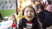越南妹挑战50元试吃中国特色小吃,吃完会有什么反应呢?