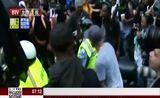 """[北京您早]美夏洛茨维尔骚乱周年 逾千人白宫前集会反""""白人至上""""主义"""