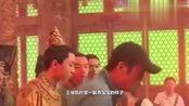 王俊凯偶遇张艺谋,双手紧握态度很恭敬! 这样的演员值得期待
