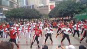 重庆沙坪坝三峡广场华宇广场,千人广场舞,场面太霸道了