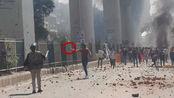 实拍:印度首都地区发生骚乱 有人当街持枪射击 已致至少7人死亡