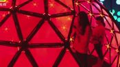 香港学生打卡内地手机网红店:居然有灯光秀,还能凹造型!