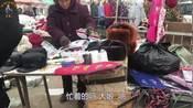 72岁农村老大娘集会卖虎头靴,1天能赚多少钱呢?一起去看看