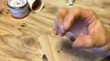 用古钱币也能做出戒指,手工制作耗精力,花纹样式很独特