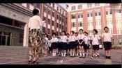 """清明节班级集体扫墓,小强穿得""""校服""""吓到老师了!"""