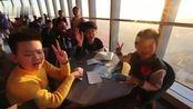【一见倾心!2020年上海的第一缕阳光slay全场 新年第一个赞就给它了~】2020年1月1日,新年第一天。在上海中心大厦,近百名市民来到1...