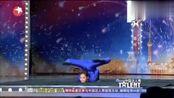 中国达人秀:小姑娘神秘舞蹈,令评委震惊,真的是太优秀了!