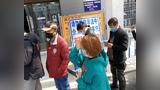 贵州各企业相继复工 银行门前排队办理业务