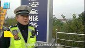 11月22日,在湖北武汉打工的夫妻开车回宜昌老家,将两辆OFO放进车厢内,想带回