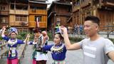 没结婚的快来,欢子TV已做过试验,丢个篮子就可带走侗族姑娘