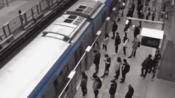 【北京】北京地铁乘客自觉拉开间隔 排出防疫队型