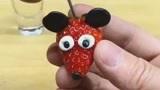 饮品师教你十二秒制作创意草莓甜品,是不是非常有意思呀!