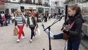 爱尔兰12岁小萝莉Allie Sherlock,在街头吉他弹唱Lukas Graham热单《7 Years》。小姑娘沙哑的声音,别有一番风味~[心]