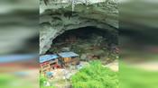 云南一深山洞里竟然住了10几户人家、世外桃源生活无忧无虑自由自在