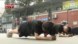 """[重庆新闻联播]快讯:2014""""明日之星""""青少年网球训练营重庆站开营"""