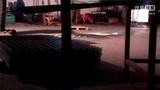 2014年5月18日 23点41分 惠友五金车间里的远处正在干活的蔡芳  优乃克