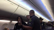 女子称对宠物过敏但无法出示证明 遭警察强拖下飞机-环球视野-火锅视频