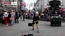 【好玩的网页游戏www.886kf.com】 伦敦奥运场外上演超炫球技