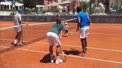 诺瓦克·德约科维奇(Novak Djokovic) - 与儿子打网球