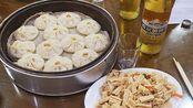 品尝哈尔滨中央大街灌汤包,一顿饭才花36元,东北消费真便宜