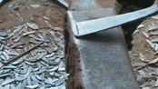 农村师傅制作农具,一锤子敲2下就断开了,手工技术值得学习保留!