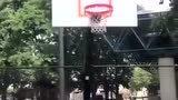 美国篮球训练师理查德J.斯塔林20秒运球秀!这技巧真够稳