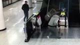 """女子地铁站晕倒,醒来仍着急去打卡,迟到会扣""""工资""""!"""