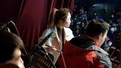 山西省三晋晋剧院:(下乡演出视频)后台女琴师,很厉害