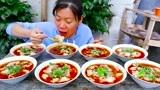 """农村大姐做重庆特色小吃""""红油抄手""""解馋,一次做8大碗,太有食欲了"""