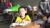 【拍客】父亲肺癌晚期住院 六岁男童独自陪床